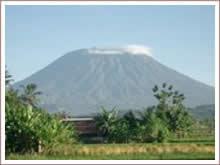 De Batur vulkaan beklimmen in het Kintamani gebied.
