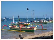 Een tonijn of baracuda vangen op de Bali zee met de plaatselijke vissers.