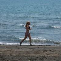 Langs de stranden van Bali kun je prima hardlopen en onder tussen genieten van de prachtige omgeving.