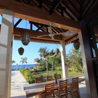 Op het overdekte terras van het vakantiehuis op Bali kunt u genieten van uw lunch.