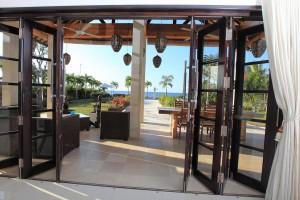 Vanaf het terras van de vakantievilla op Bali heeft u een prachtig uitzicht op de Bali zee.