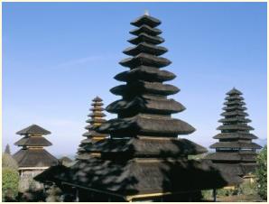 Restanten van het koninklijk paleis bij Klungkung op Bali.