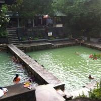 Op Bali kun je een bezoek brengen aan een spa en genieten van de hot springs.
