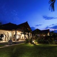 Vakantievilla Bima Sena op Bali bij nacht.
