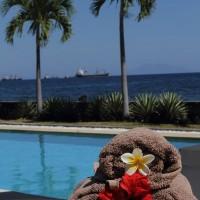 Elke dag liggen er handdoeken klaar bij het zwembad van onze vakantievilla op Bali.