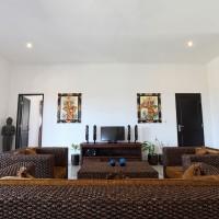 De woonruimte van het vakantiehuis op Bali is gezellig ingericht.